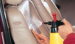 Как почистить сиденья автомобиля?