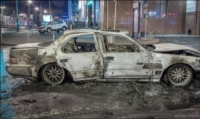 Еще одна машина в Екатеринбурге сгорела дотла