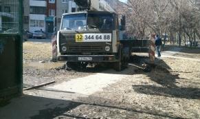"""Во дворе дома № 3 по ул. Автомагистральной застрял """"КамАЗ"""""""