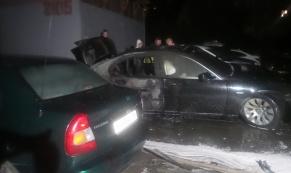 Жаркие ночи: в Екатеринбурге продолжают гореть автомобили