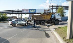 """В Нижнем Тагиле """"МАЗ"""" столкнулся с микроавтобусом: один человек погиб"""