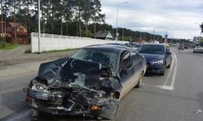 """21-летний водитель """"Лады Приоры"""" устроил ДТП, в котором пострадало 3 человека"""