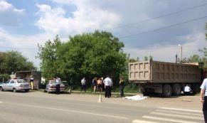 В Арамиле пьяный водитель грузовика насмерть сбил 15-летнюю девочку