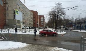"""В Екатеринбурге """"Форд Фокус"""" сбил женщину на пешеходном переходе"""
