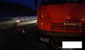 На трассе Екатеринбург-Тюмень КамАЗ насмерть сбил пешехода