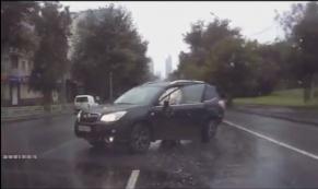 Водитель такси устроил аварию на перекрестке Фурманова - Белинского
