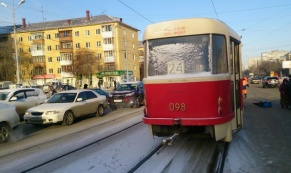 В Екатеринбурге трамвай насмерть сбил женщину