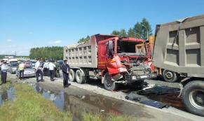 На Московском тракте в ДТП между двумя грузовиками погиб человек