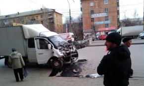 """В Екатеринбурге водитель """"ГАЗели"""" умер за рулем"""