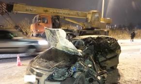 В лобовом столкновении с КамАЗом погибла женщина-водитель