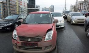 """Водитель ВАЗ-2109 устроил """"паровозик"""" из 5 автомобилей"""