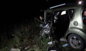 В результате лобового столкновения на ЕКАДе пострадали два человека