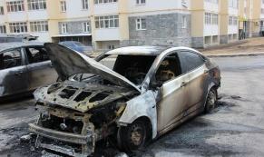 За минувшую ночь в Свердловской области огнем повреждены 9 автомобилей