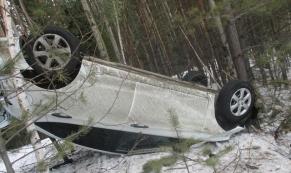 На Серовском тракте женщина на Hyundai вылетела в кювет