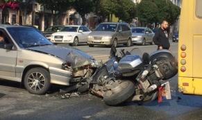 "На Малышева водитель ""ВАЗ-2114"" сбил мотоциклиста"