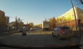 В Екатеринбурге школьник попал под колеса автомобиля